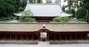 比叡山でもつかわれたケヤキ、日本の材木は今でも使われます。無添加住宅の施工実例は天然素材の断熱材で、しっかりとした耐震構造で住まいを守ります。自然素材である無垢材や漆喰(しっくい)を使い、ナチュラルな雰囲気のリビング・ダイニング。薪ストーブがあります。 化学物質過敏症やシックハウス症候群のお客様にもおすすめです。アイ創建にお任せ下さい。